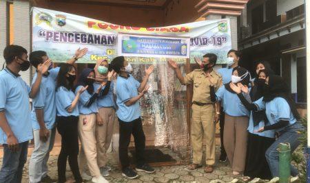 Tanggap: Kelompok KKN Desa Madiredo Buat Bilik Disinfektan