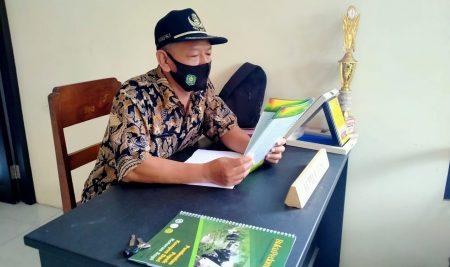 Jawab Permasalahan Desa, Mahasiswa KKN UM Luncurkan Buku Pedoman Pembuatan Pupuk Kompos