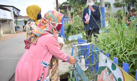 Mahasiswa KKN UM Bantu Tertibkan Protokol Pencegahan Covid Di Posyandu Desa