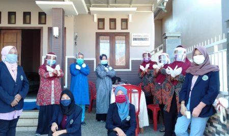 Libatkan Mahasiswa KKN UM, Posyandu di Desa Ngabab Terlaksana Sesuai Protokol Kesehatan