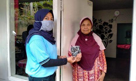 1000 Masker untuk Lansia dan Guru di Desa Ngabab