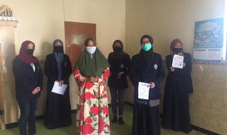Disambut Positif oleh Desa, Mahasiswa KKN UM Sosialisasikan New Normal