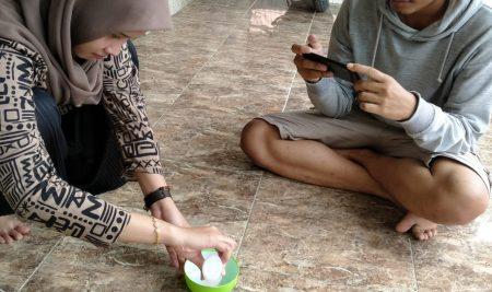 Mahasiswa KKN UM Luncurkan Video Edukasi kepada Masyarakat Desa Surabayan