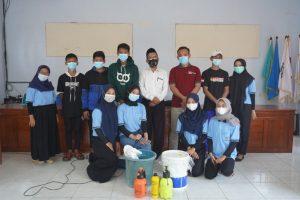 Pelatihan Pembuatan Pupuk Kandang Bersama Mahasiswa KKN UM di Desa Nglebak